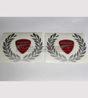 Coloridas pegatinas de escudo Ducati y gran corona de laurel