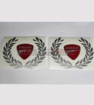 Coloridas pegatinas de escudo Ducati y pequeña corona de laurel